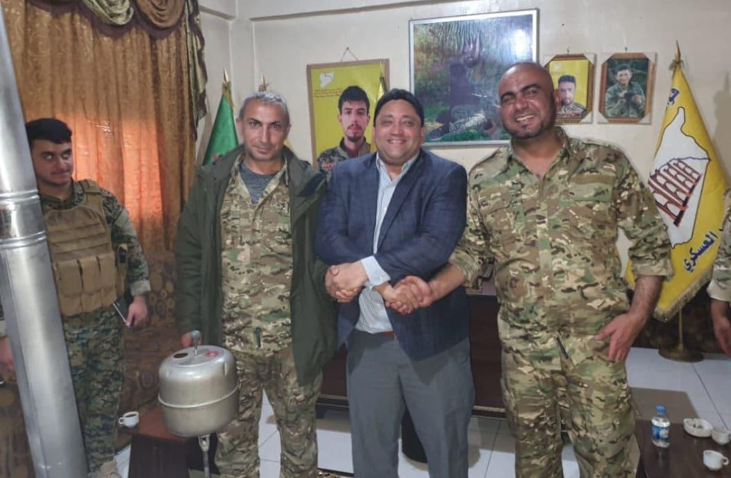 """السفير الأمريكي """"ديفيد برونشتاين"""" يلتقي قياديين عسكريين ومدنيين في دير الزور"""